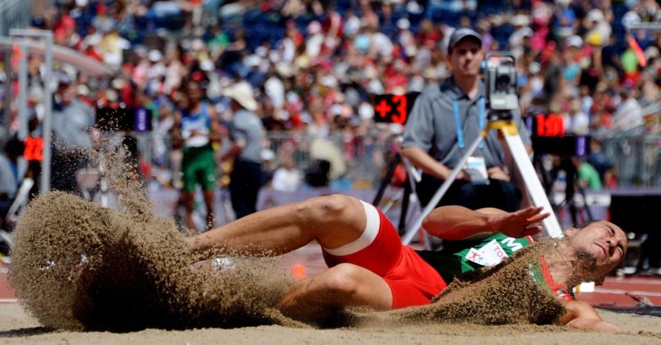 Luis Rivera, do México, compete na eliminatória do salto em distância