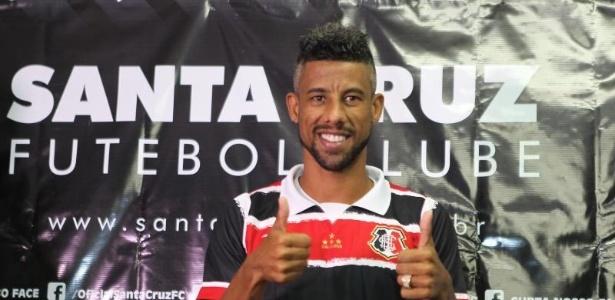 Léo Moura pode ser reforço do Grêmio, que negocia sua contratação para 2017