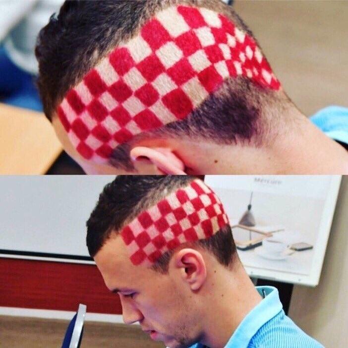 Ivan Perisic, da Croácia, mostra penteado inspirado na bandeira do país