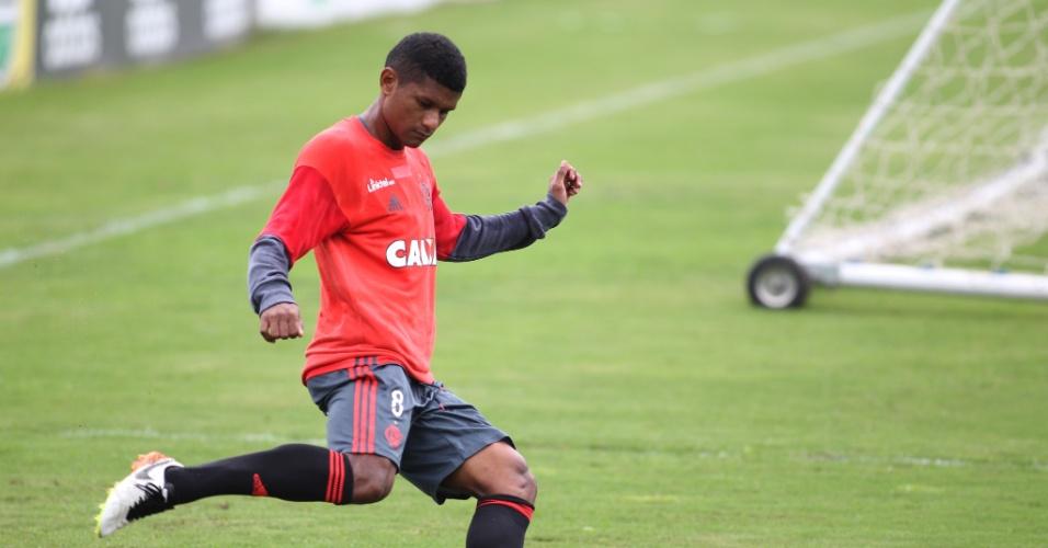 Márcio Araújo durante treinamento do Flamengo no CT Ninho do Urubu