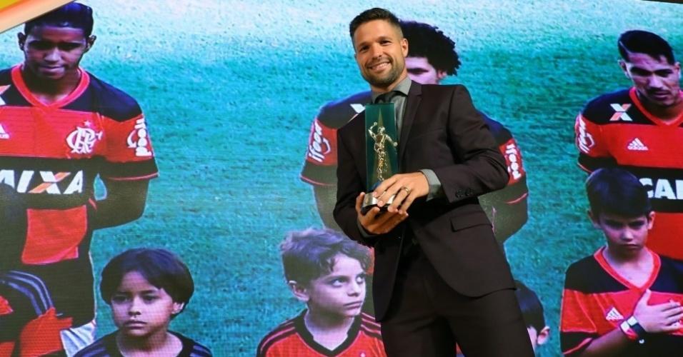 Diego subiu ao palco para receber o prêmio de melhor meia do Campeonato Brasileiro e para representar o Flamengo no prêmio Fair-Play