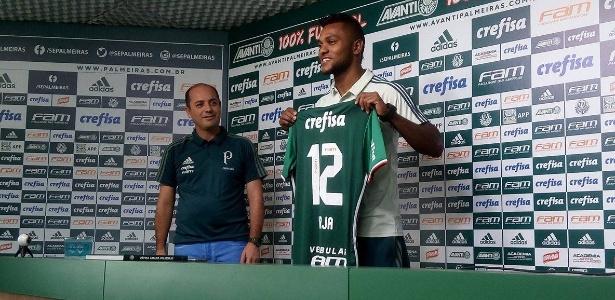 Borja recebeu a camisa 12 do Palmeiras neste sábado