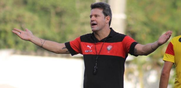 Argel Fucks foi demitido do Vitória após eliminação na Copa do Nordeste