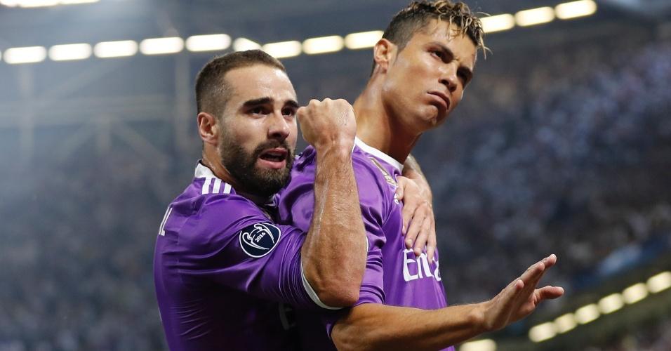 Carvajal e Cristiano Ronaldo comemoram primeiro gol do Real Madrid sobre a Juventus na final da Liga dos Campeões