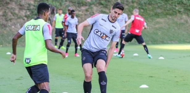Matheus Mancini, zagueiro do Atlético-MG, pode fazer estreia contra a Chapecoense