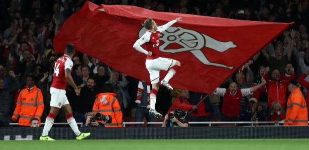 Aaron Ramsey comemora gol marcado pelo Arsenal sobre o Leicester City