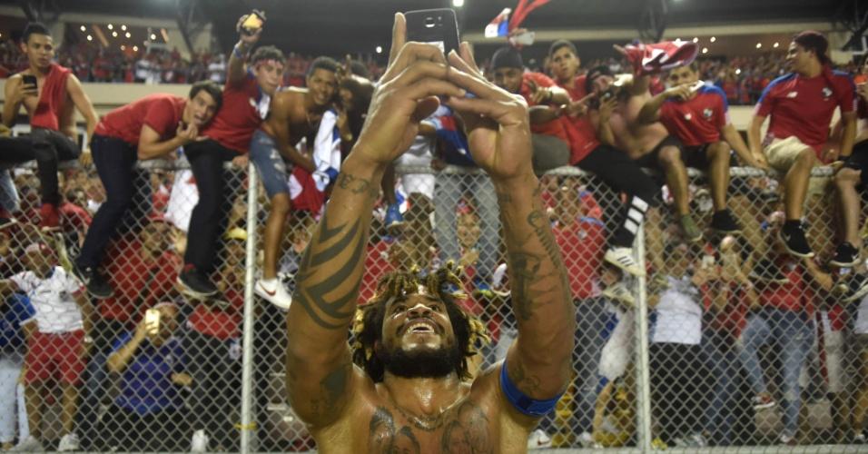 Roman Torres, do Panamá, tirou foto com a torcida