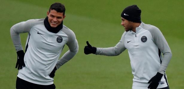 Thiago Silva e Neymar em ação durante treino do PSG