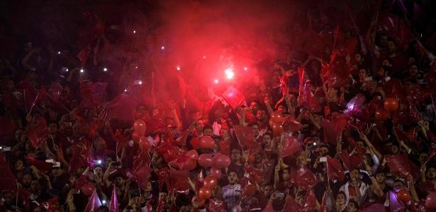 Torcida do Independiente faz festa antes de jogo contra o Libertad