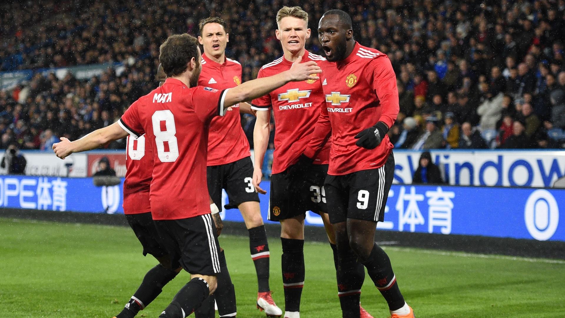 Lukaku comemora após abrir o placar para o United contra o Huddersfield