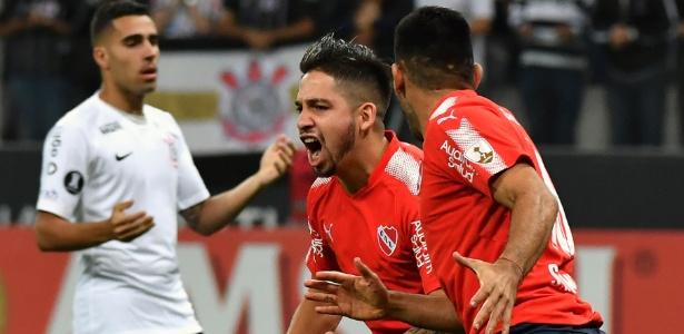 Benítez comemora primeiro gol do Independiente em Itaquera