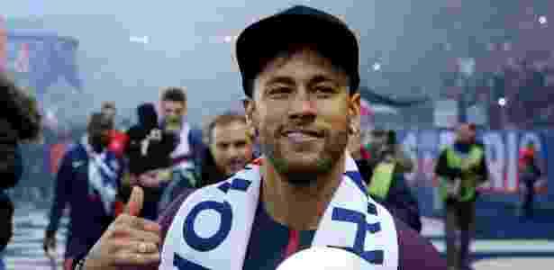 Neymar volta ao PSG e tem torcida 499fa6885a36e