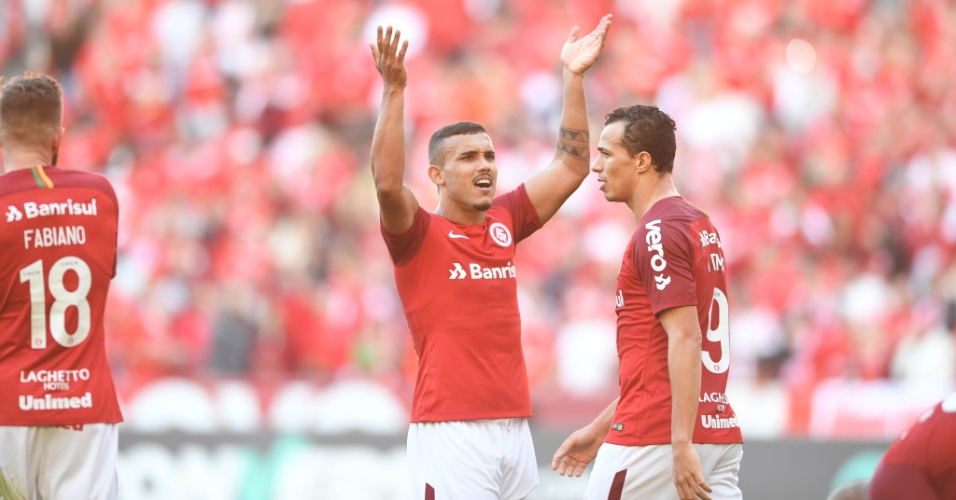 Willian Pottker comemora gol do Internacional diante do Botafogo