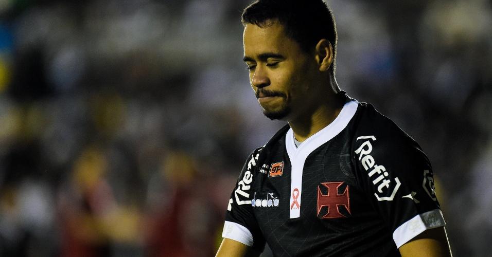Yago Pikachu lamenta lance durante partida do Vasco contra o Internacional no Brasileirão