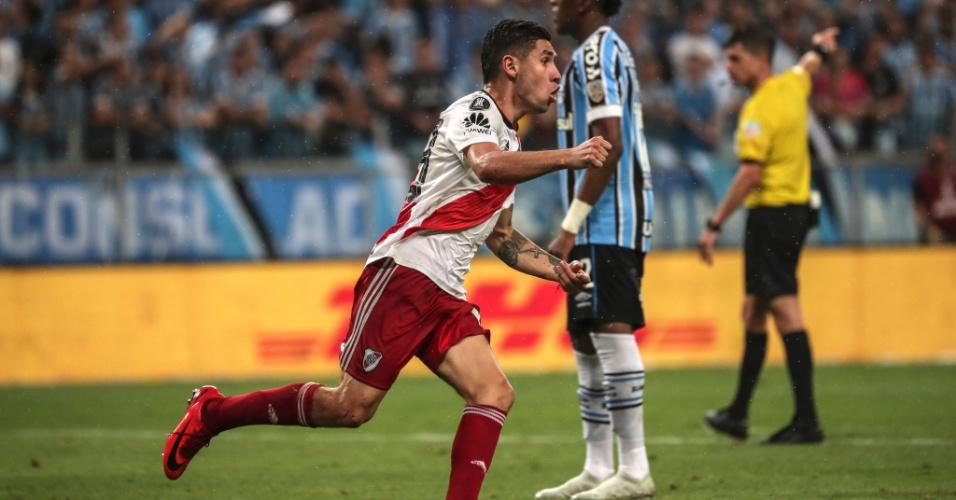 Jogador do River Plate comemora gol sobre o Grêmio