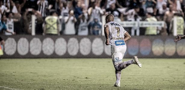 Carlos Sánchez em ação durante partida do Santos - Ivan Storti/Divulgação