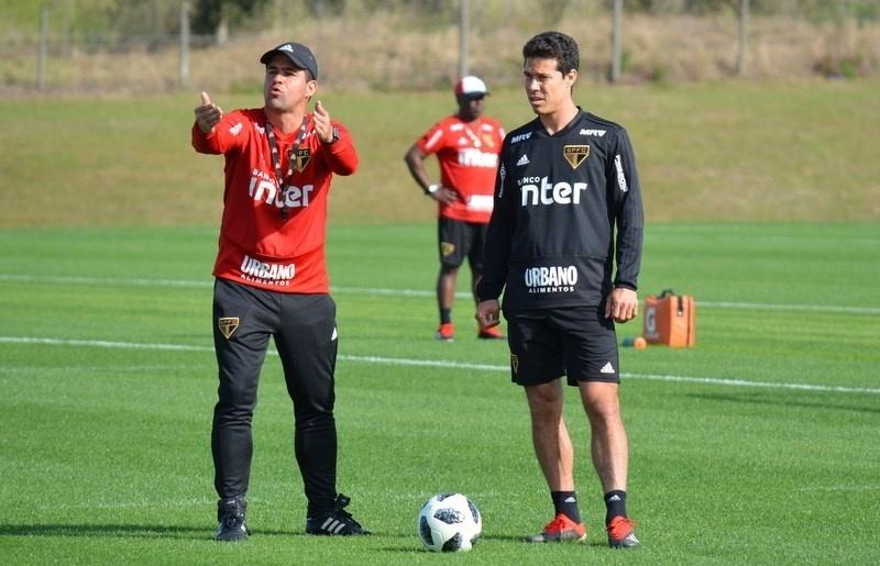 Jardine esboça primeiro time titular do São Paulo em 2019 - 08 01 2019 -  UOL Esporte 3d384e8b93386