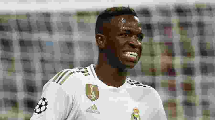 Por decisão de Zidane, Vinicius Junior não estará nem no banco de reservas do Real Madrid no jogo de amanhã - REUTERS/Jon Nazca
