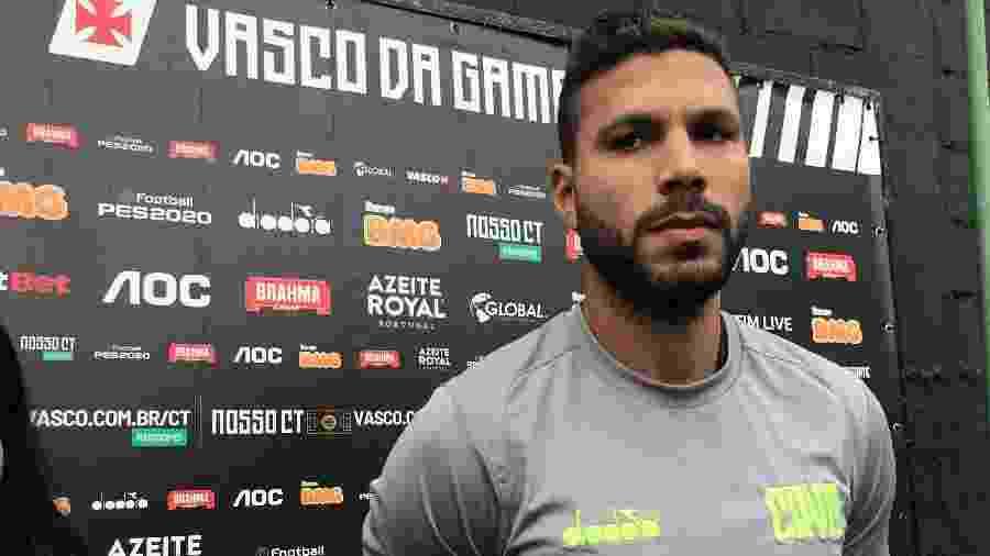 Zagueiro Oswaldo Henríquez considerará vitória do Vasco sobre o Flamengo como um título - Bruno Braz / UOL Esporte