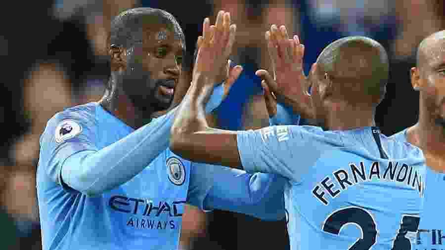 Yaya Touré (e) e Fernandinho (25) foram companheiros de time no Manchester City, na Inglaterra - Victoria Haydn/Manchester City FC