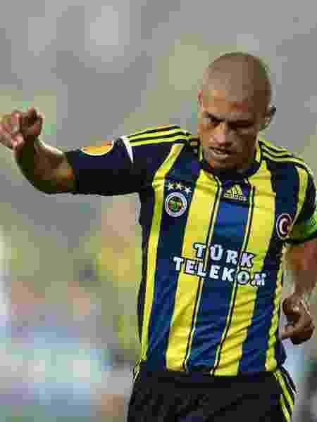 Brasileiro Alex em partida pelo Fenerbahce na Turquia - EuroFootball/Getty Images