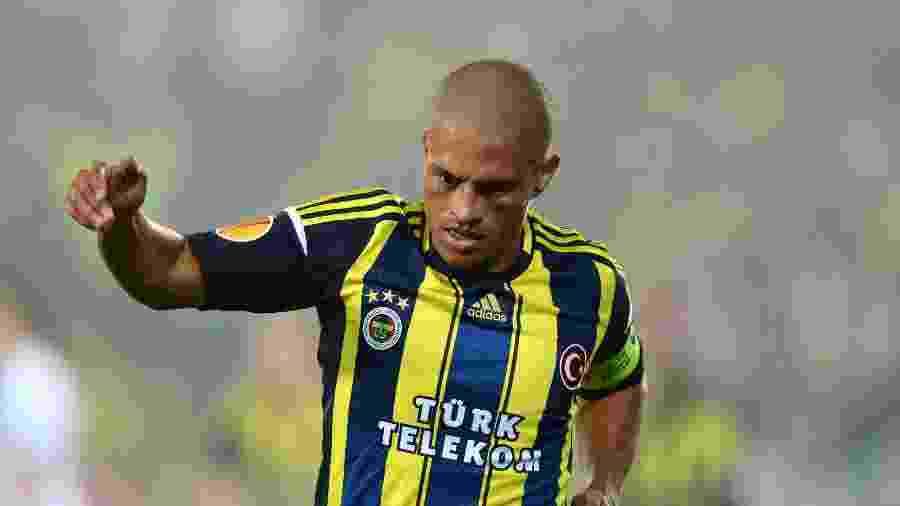 Alex, em ação pelo Fenerbahçe, clube pelo qual brilhou na Turquia - EuroFootball/Getty Images