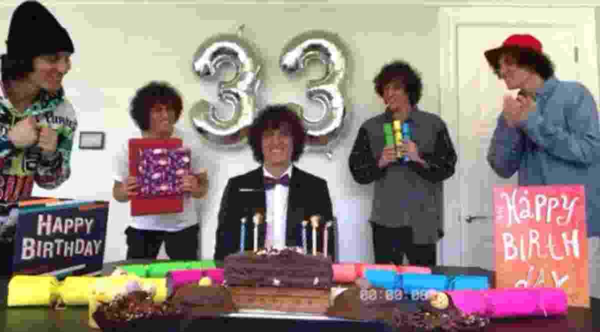 David Luiz em sua inusitada 'festa de aniversário' - undefined