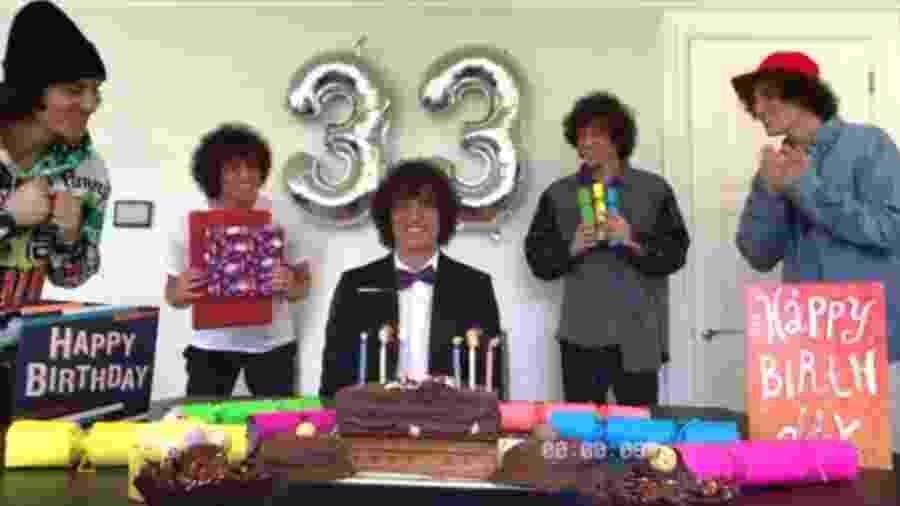 """David Luiz em sua inusitada """"festa de aniversário"""" - Reprodução/Instagram"""