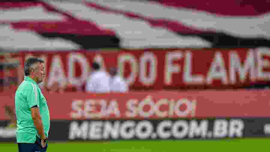 Domenec Torrent comanda o Flamengo em jogo contra o Grêmio no Macaranã, em jogo do Brasileirão 2020 - Thiago Ribeiro/AGIF