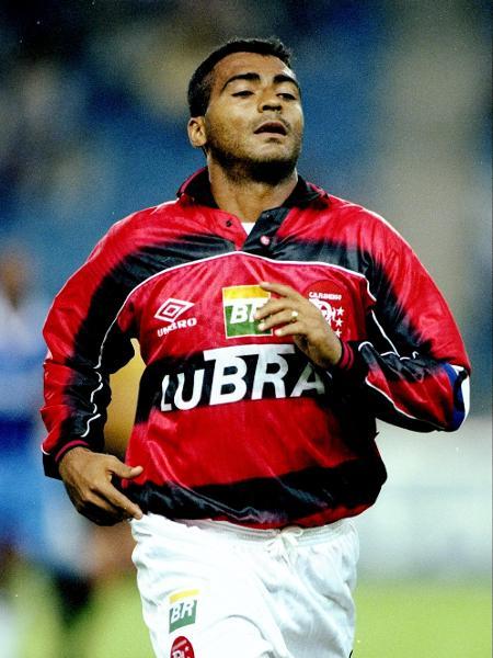 Romário em ação pelo Flamengo em 1995 - Ben Radford/Getty Images