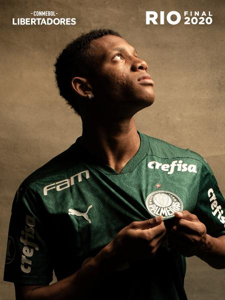 Danilo, meio-campista do Palmeiras, posa para ensaio da final da Libertadores - Divulgação/Conmebol
