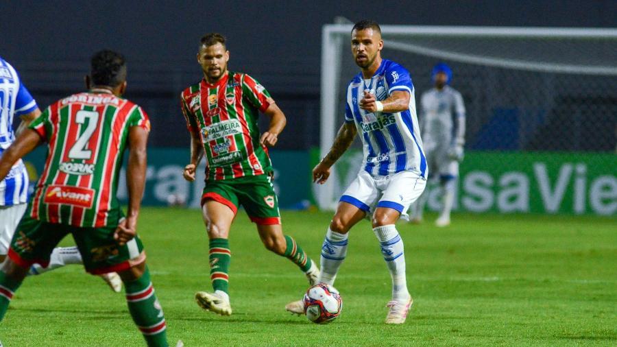 Zagueiro Lucão em atuação pelo CSA - Augusto Oliveira/CSA