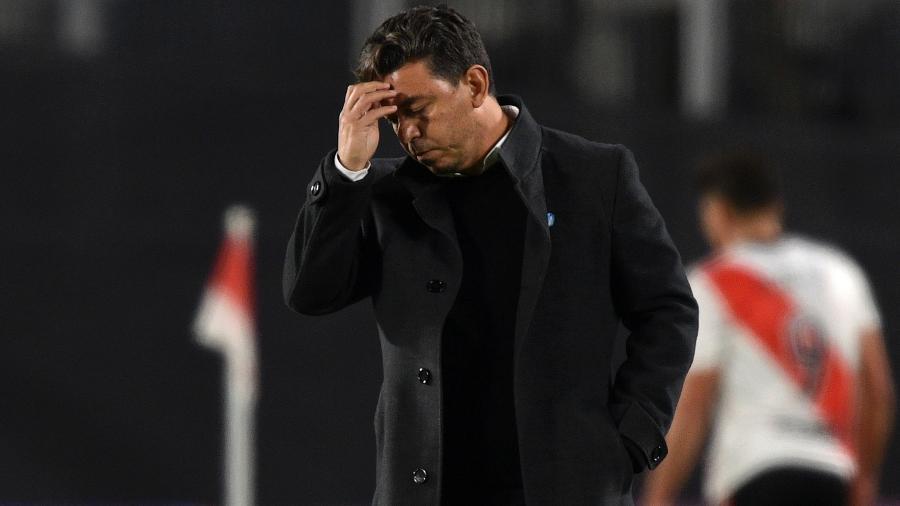 Marcelo Gallardo lamenta durante jogo do River Plate na Libertadores - Juan Mabromata - Pool/Getty Images