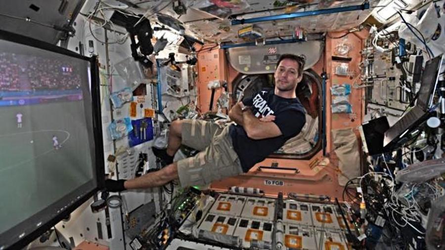 Astronauta assiste jogo da Eurocopa pela estação espacial - Reprodução Twitter