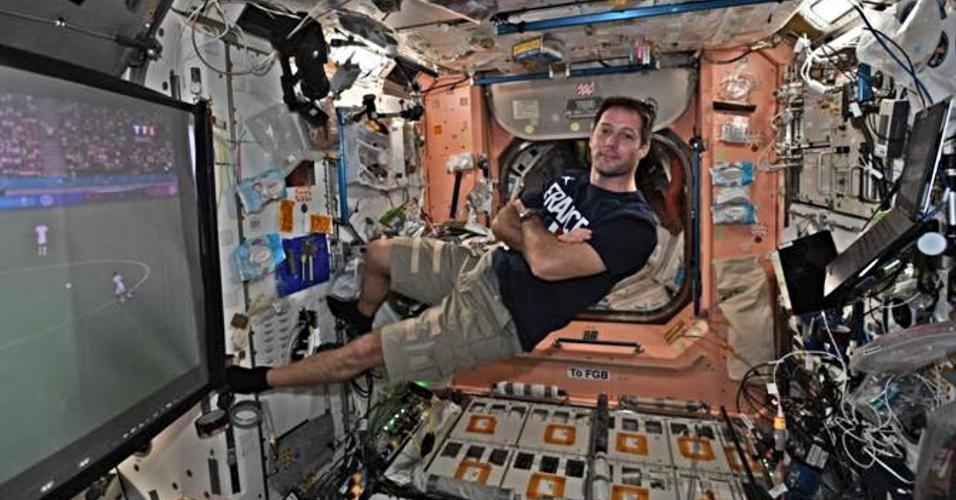 Astronauta assiste jogo da Eurocopa pela estação espacial