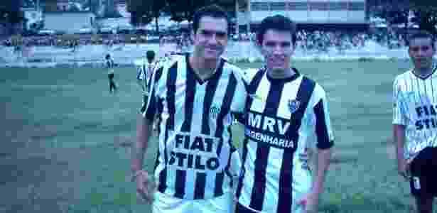 Por que há uma foto do corintiano Danilo com a camisa do Atlético-MG ... 991cb2ac160e2