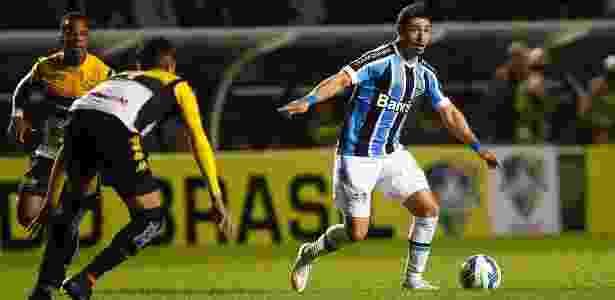 Giuliano está entre os relacionados do Grêmio, mesmo com suspeita de lesão - Lucas Uebel/Divulgação