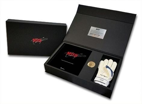 Kit em homenagem a Rogério Ceni terá quatro versões diferentes. O kit Mundial virá com a capa preta