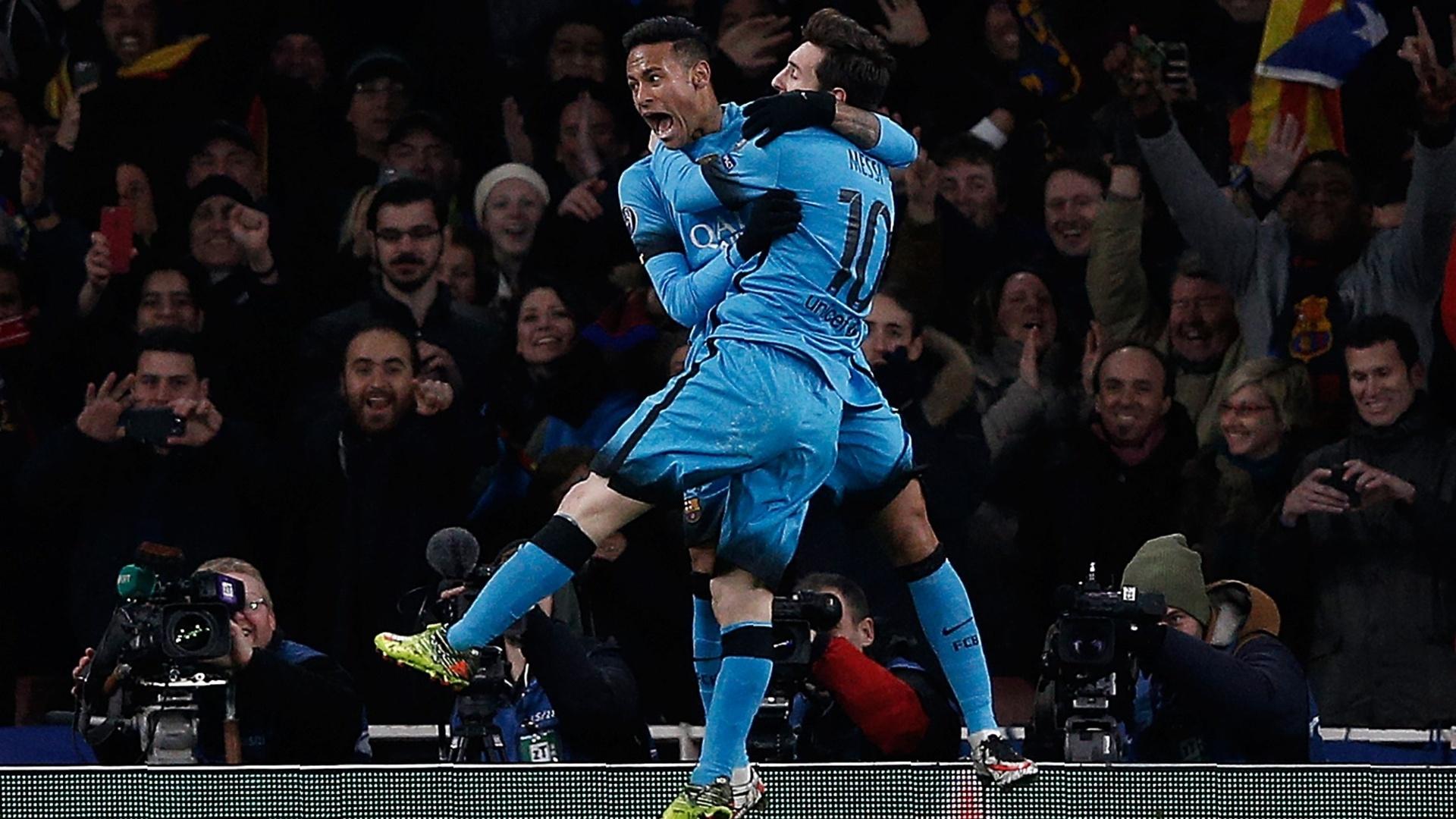Neymar e Messi comemoram o segundo gol do Barcelona na partida contra o Arsenal pela Liga dos Campeões