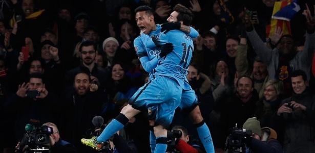 Messi e Neymar comemoram o segundo gol do Barcelona contra o Arsenal