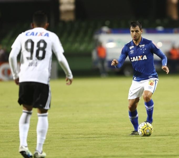 Lateral Sánchez Miño, em partida do Cruzeiro contra o Coritiba