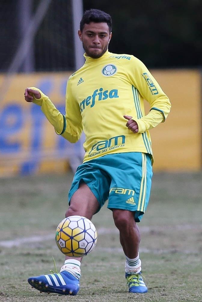 Cleiton Xavier em ação em atividade do Palmeiras realizada na Academia de Futebol