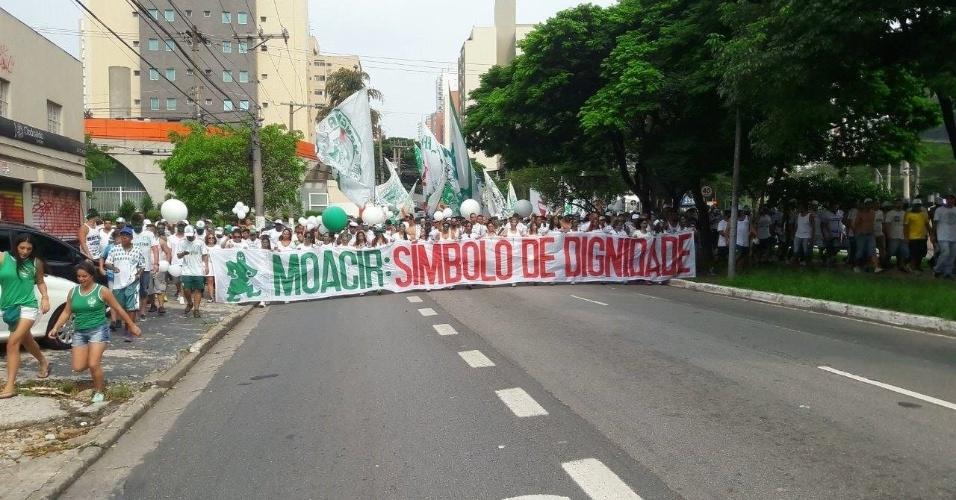 Torcedores do Palmeiras fazem homenagem a Moacir Bianchi, fundador da Mancha Verde, antes de clássico contra o São Paulo