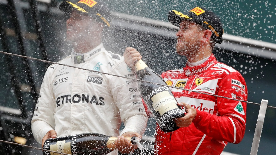 Lewis Hamilton e Sebastian Vettel podem ser companheiros na Mercedes? - REUTERS/Aly Song