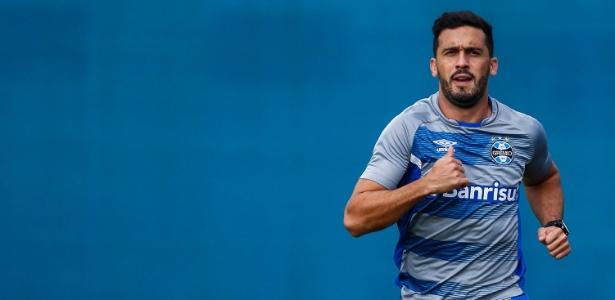 Edilson volta a treinar com o grupo do Grêmio