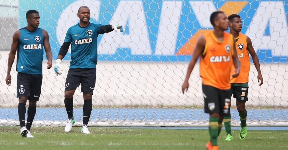Jefferson participa de jogo-treino do Botafogo