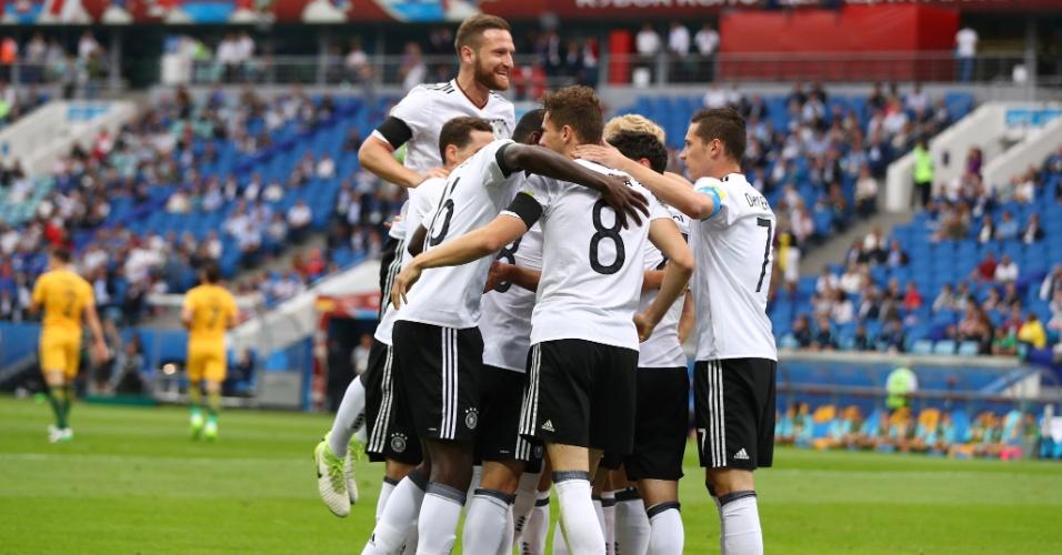 Jogadores da Alemanha comemoram gol marcado contra a Austrália