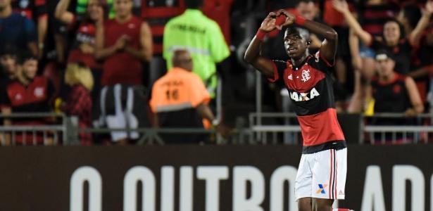 Vinicius Júnior comemora gol do Flamengo contra o Cruzeiro