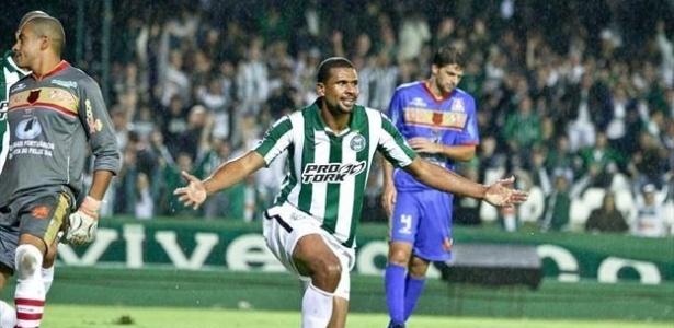 Pereira, enquanto zagueiro: agora gerente de futebol