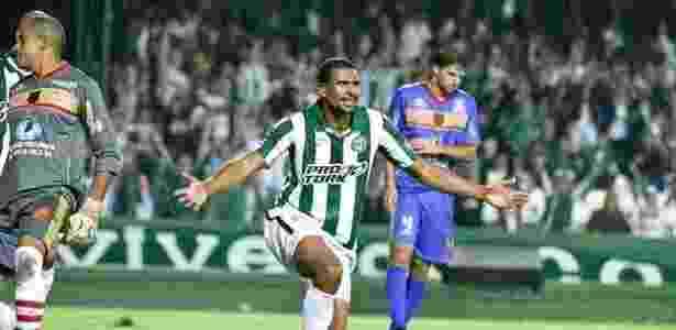 Pereira, enquanto zagueiro: agora gerente de futebol - Comunicação CFC